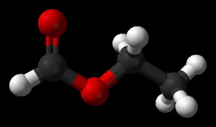 Il formato di etile è un estere prodotto dalla reazione di etanolo e acido formico.Credit:  Benjah-bmm27 (public domain, Wikipedia).