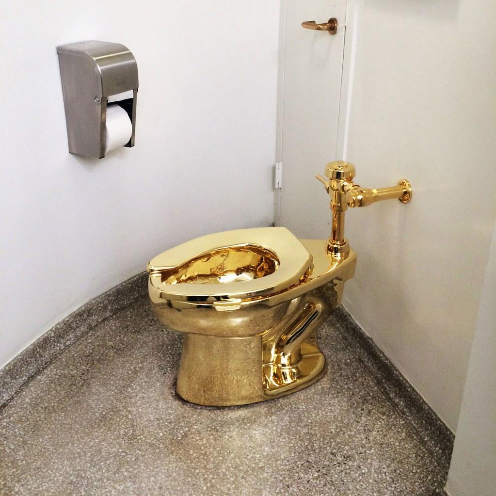 Tomkins-Gold-Toilet Maurizio Cattelan